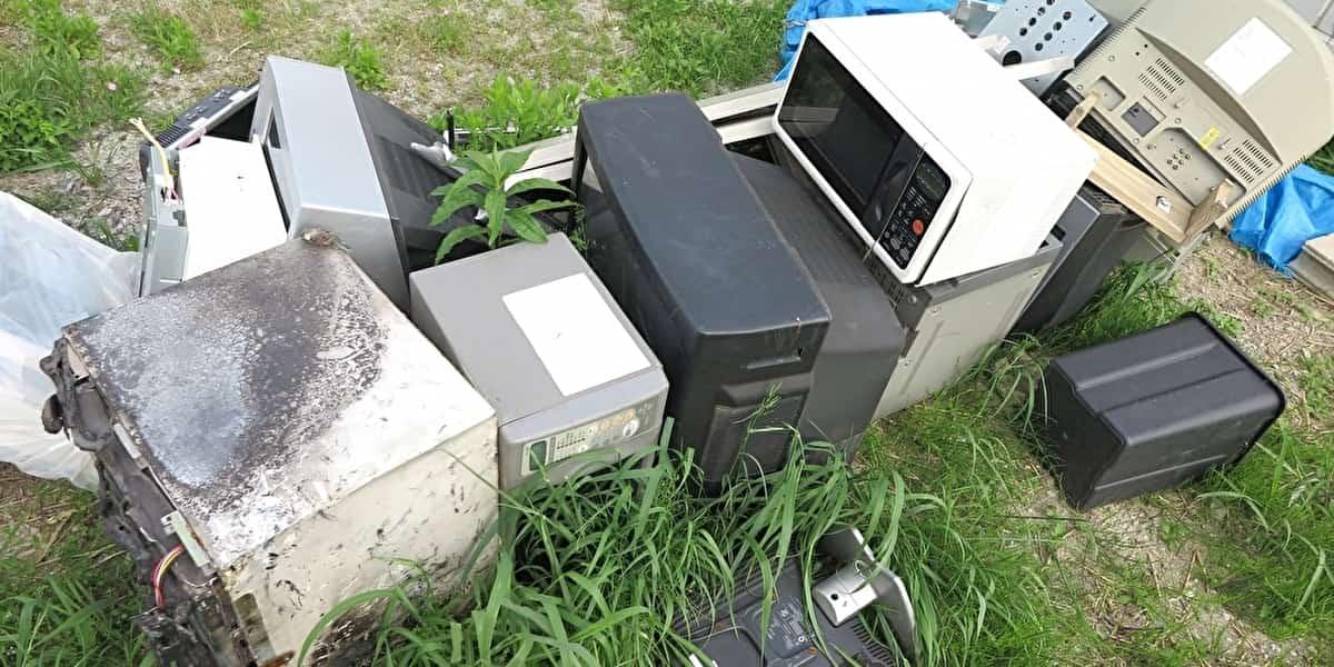 不法投棄されたテレビなど
